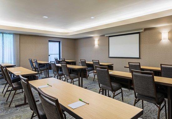 Lincoln, RI: Meeting Room - Classroom Set-Up
