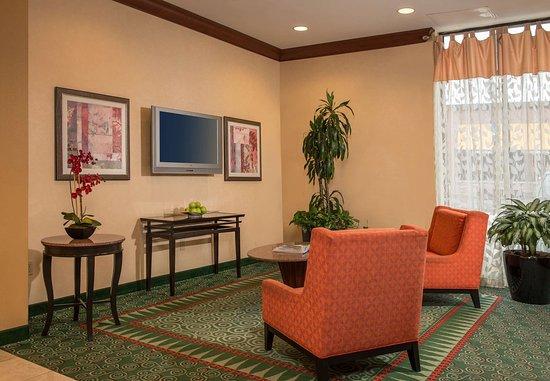 Courtyard Gaithersburg Washingtonian Center: Lobby Seating Area