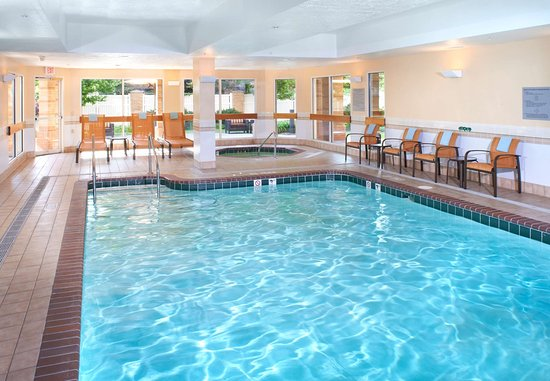 Independence, OH: Indoor Pool & Hot Tub