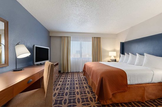 Irving, TX: King Bed Suite