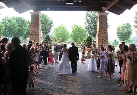 Kingsport, TN: Outdoor Wedding Space