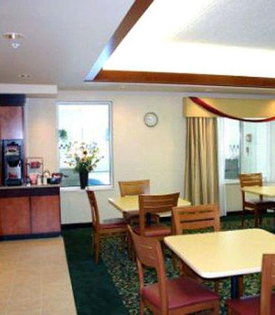 Fairfield Inn & Suites Sandusky: Breakfast Area