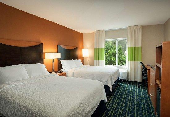 Auburn, MA: Queen/Queen Guest Room