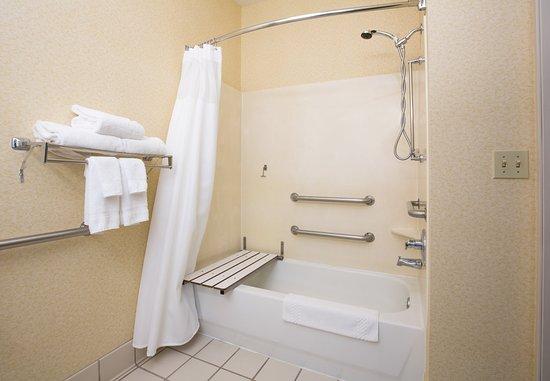 Vacaville, CA: Accessible Guest Bathroom