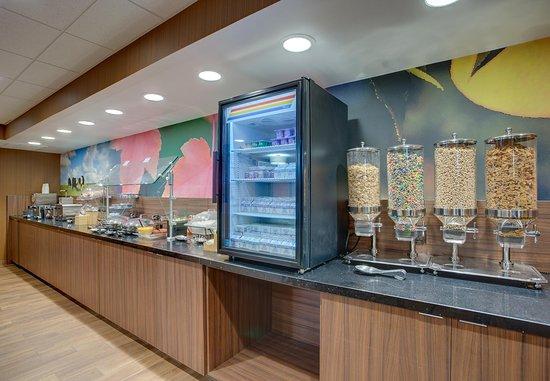 Fairfield Inn Portsmouth Seacoast: Breakfast Buffett