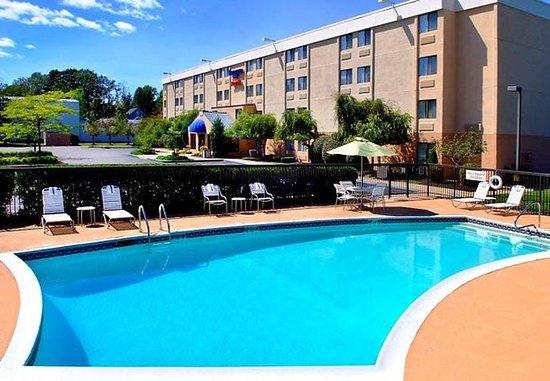 Fairfield Inn Portsmouth Seacoast: Outdoor Pool