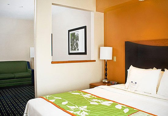 Manchester, CT: Executive King Suite Sleeping Area