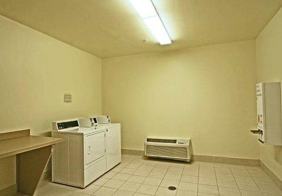 Fultondale, AL: Guest Laundry