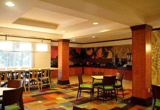 Fultondale, AL: Breakfast Area & Buffet