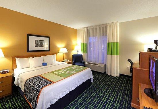 Lexington Park, MD: King Guest Room