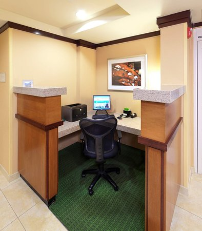 Lexington Park, MD: Business Center