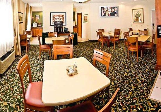 Burlington, IA: Breakfast Area