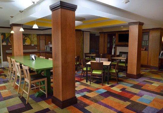 Effingham, IL: Dining Area