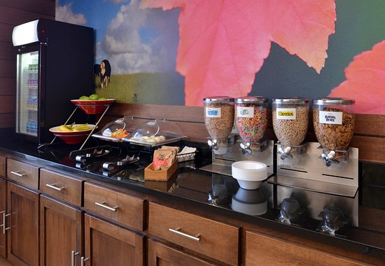 Troy, Οχάιο: Complimentary Buffet - Cereal & Fruit Station