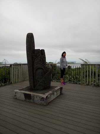 Waitakere City, New Zealand: My wife on one of the lookouts at Arataki