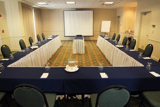 Pineville, NC: U-shaped Meeting Room