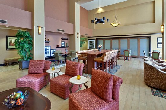 Yuba City, CA: Lobby Seating Area