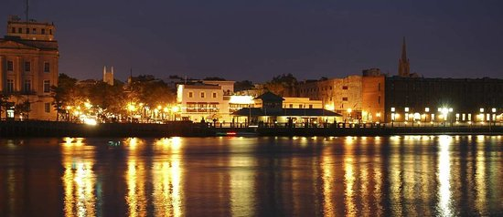 Hampton Inn & Suites Wilmington/Wrightsville Beach: The Riverwalk - Downtown