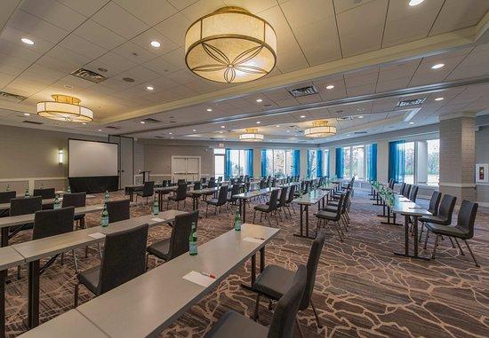 Minnetonka, Minnesota: Lake of the Woods Ballroom - Classroom Setup