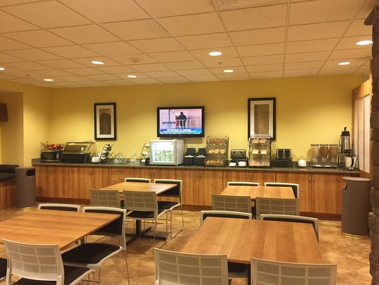 Microtel Inn & Suites by Wyndham Opelika : Dining area