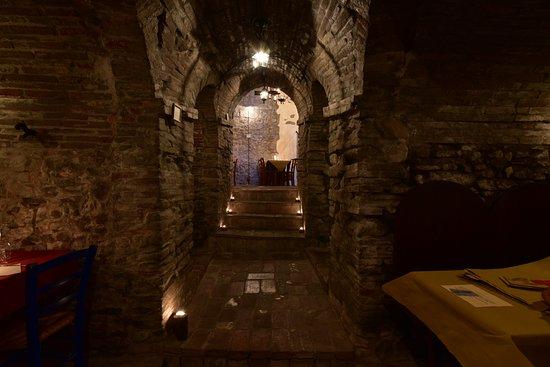 Montescudo, Italia: Grottine (foto 1)