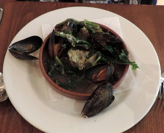 Moro Restaurant: Steamed mussels with artichokes