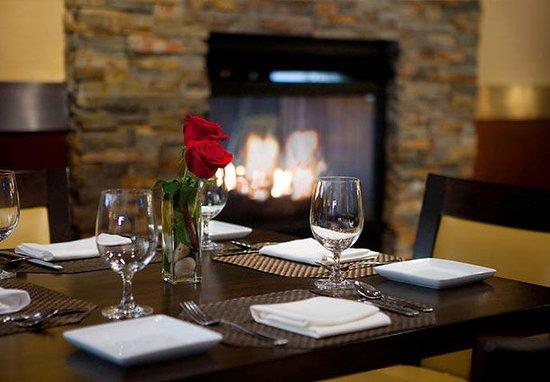 South Portland, ME : Restaurant Lounge
