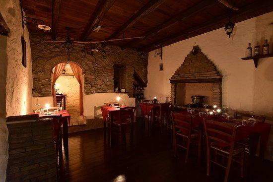 Montescudo, Italia: Sala Camino completa