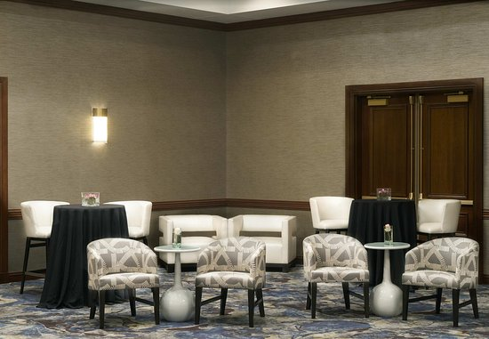 Town and Country, MO: Meetings Imagined
