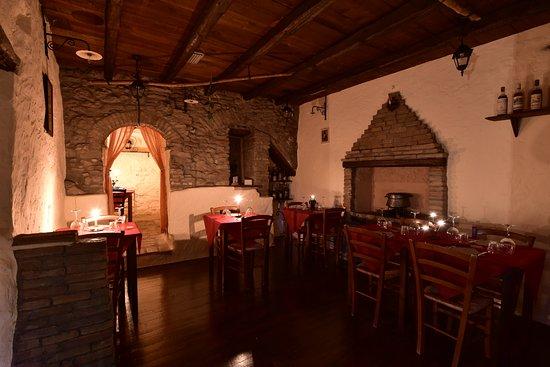 Montescudo, Italia: saletta Camino