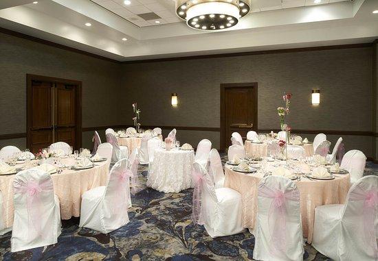 Town and Country, MO: Grand Ballroom - Reception Setup