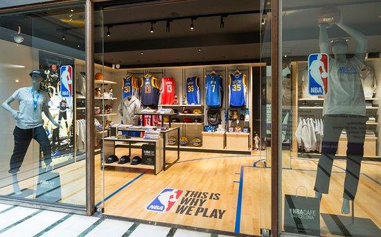 quality design 705eb c05d6 NBA CAFE STORE (Local interior - Passeig Citadines ...