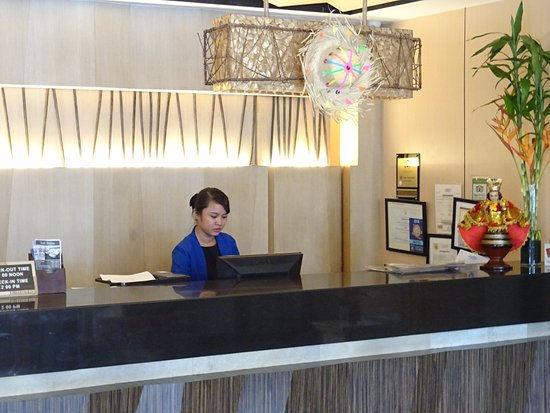 Cebu Grand Hotel: Reception with very helpful receptionist Ms. ANA -