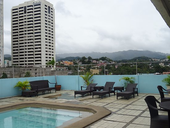 Cebu Grand Hotel: Roof pool