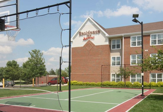 Bloomingdale, IL: Sport Court