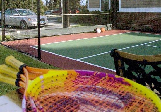 Middletown, RI: Sport Court