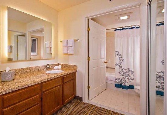 Ellicott City, Μέριλαντ: Suite Vanity & Bathroom