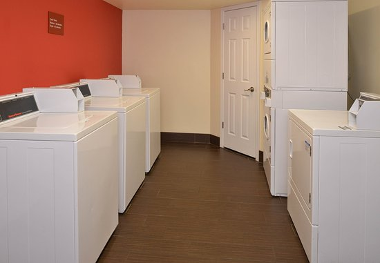Saint Charles, MO: Guest Laundry