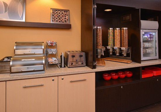 Saint Charles, MO: Breakfast Area