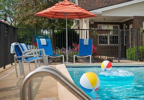 มิดเดิลเบิร์กไฮทส์, โอไฮโอ: Outdoor Pool
