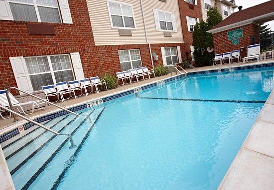 Livonia, MI : Outdoor Pool