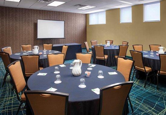 Willow Grove, PA: Meeting Room – Social Setup