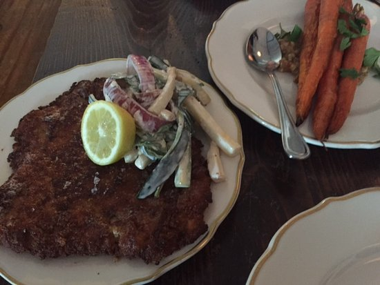 Bovina Center, Estado de Nueva York: One of the best schnitzel meals in my life!