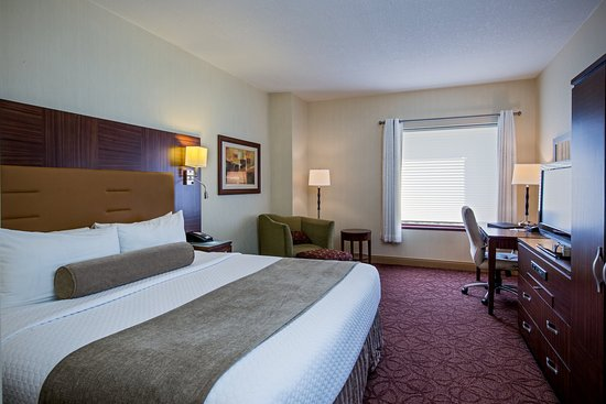 Wauwatosa, WI: King Bed- Crowne Plaza Milwaukee West