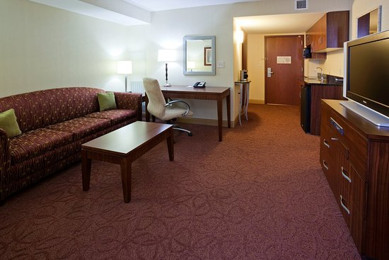 Wauwatosa, WI: King Suite- Crowne Plaza Milwaukee West