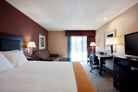 Comfortable King Bed Guestroom Holiday Inn Express San Clemente