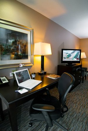 Holiday Inn Express San Clemente North: Work Space in all rooms