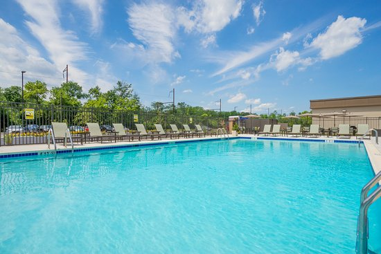 Fort Washington, PA: Enjoy our outdoor Swimming Pool!