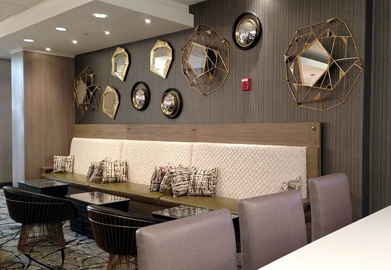 Chevy Chase, MD: Trattoria 5520 Restaurant Lounge Seating