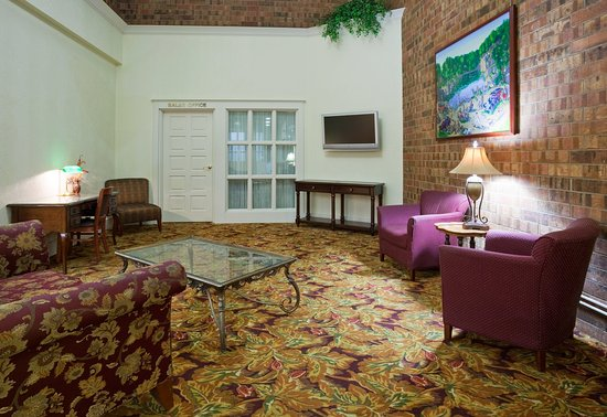 Saint Cloud, MN: Guest lounge at Holiday Inn & Suites St. Cloud, MN
